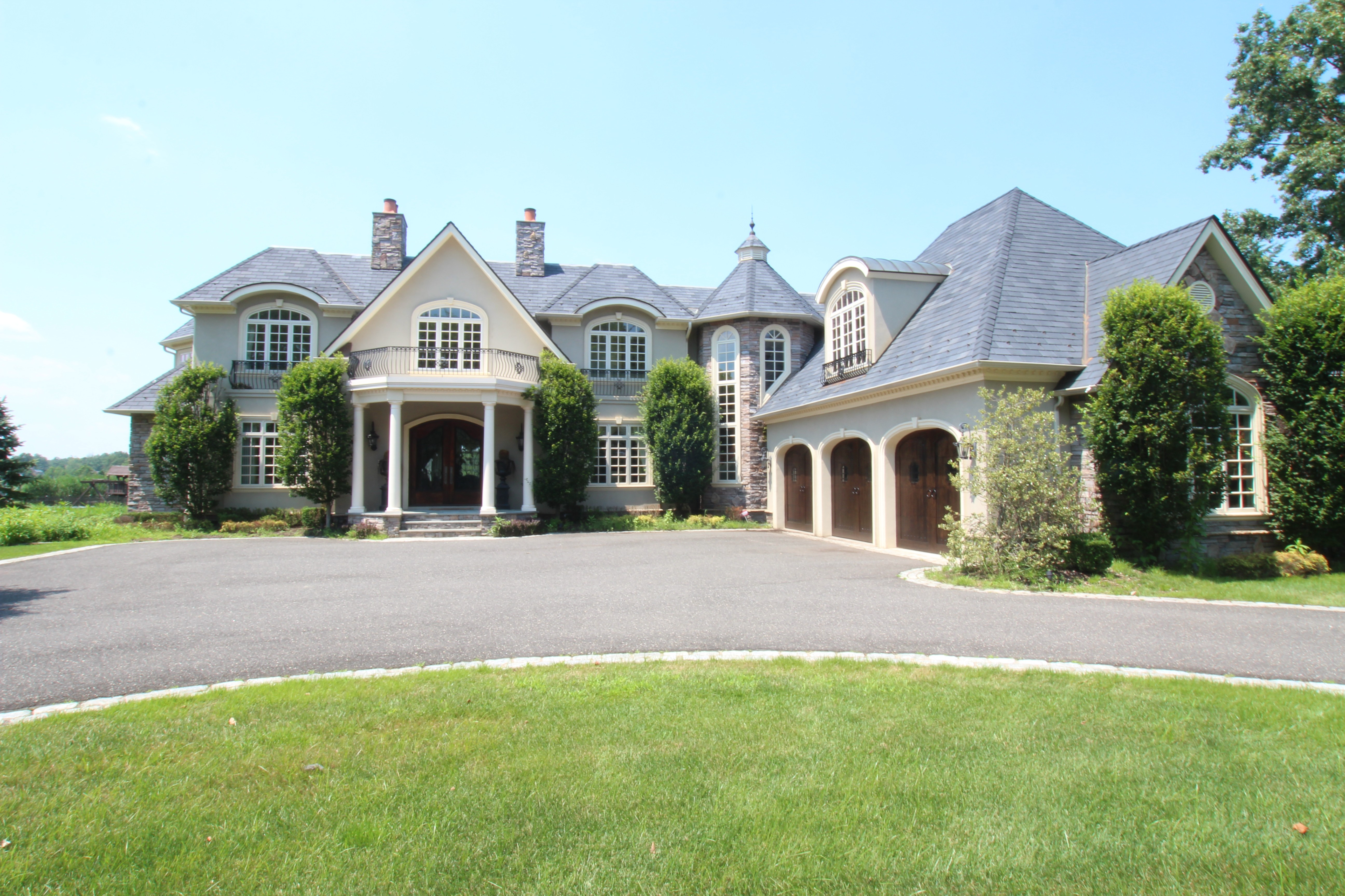 Tips for hiring a monmouth county custom home builder for Custom design builders
