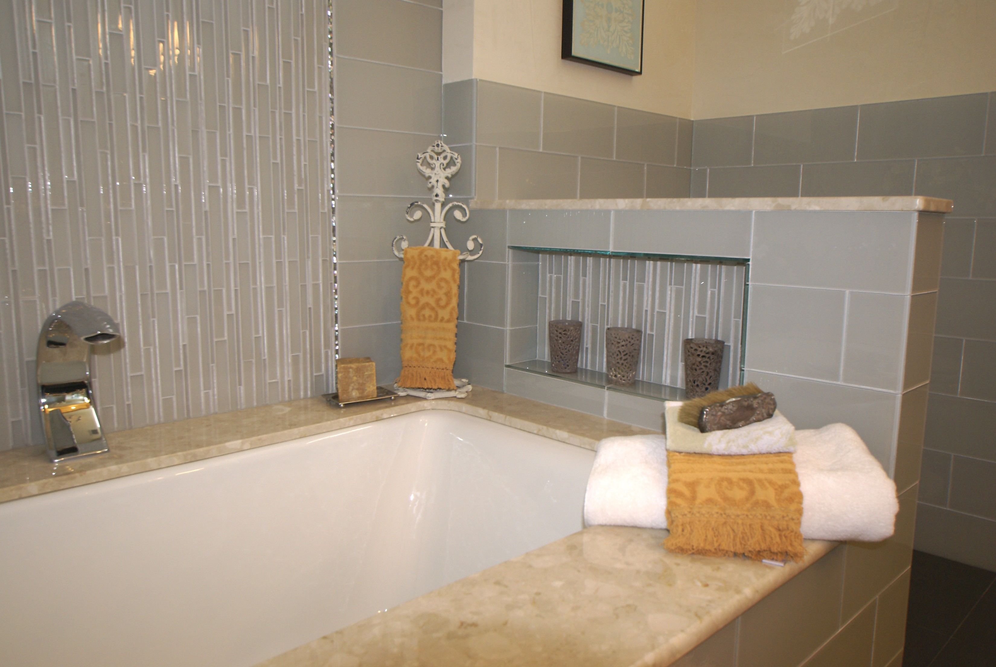 Remodeling projects and products design build pros new for Glass tile ideas for small bathrooms