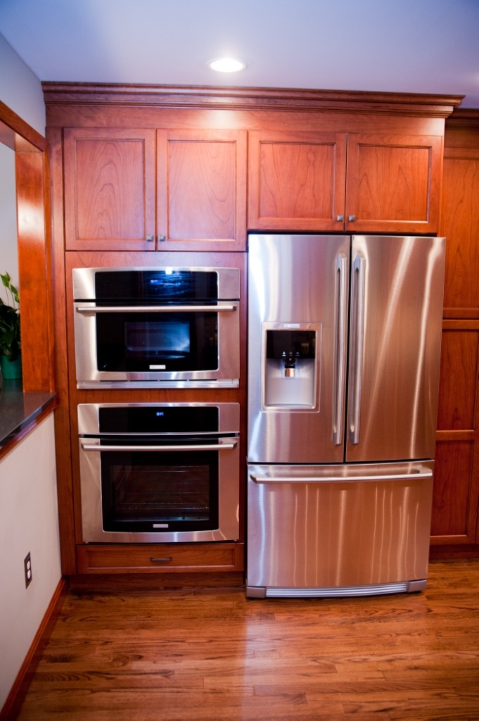 history of the refrigerator Here's a brief history of our beloved refrigerator and the various makeovers it's had since it's arrival on our domestic scene in 1927 1927 the first ever fridge made by general electric was called a 'monitor-top.
